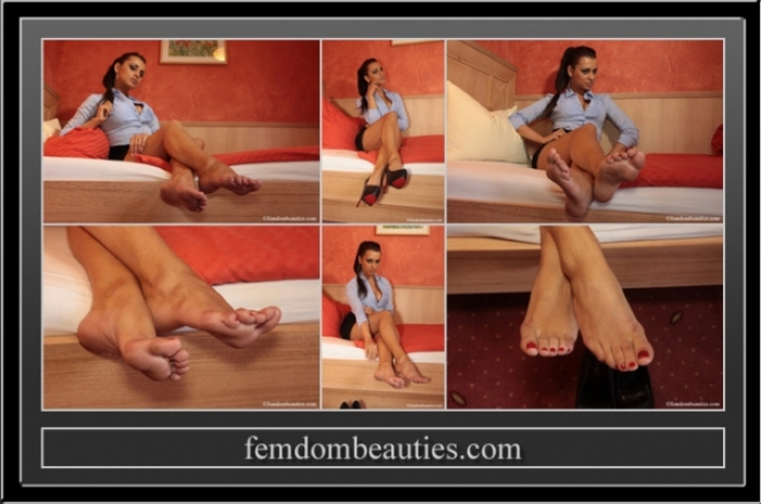LADY CARLA FOOT TEASE 2